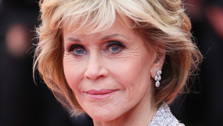 Jane Fonda poserer på den røde løperen
