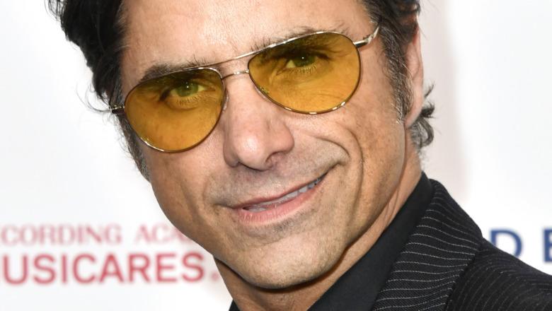 John Stamos iført solbriller