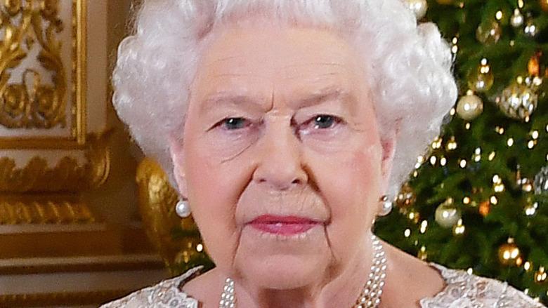 Dronning Elizabeth poserer for foto