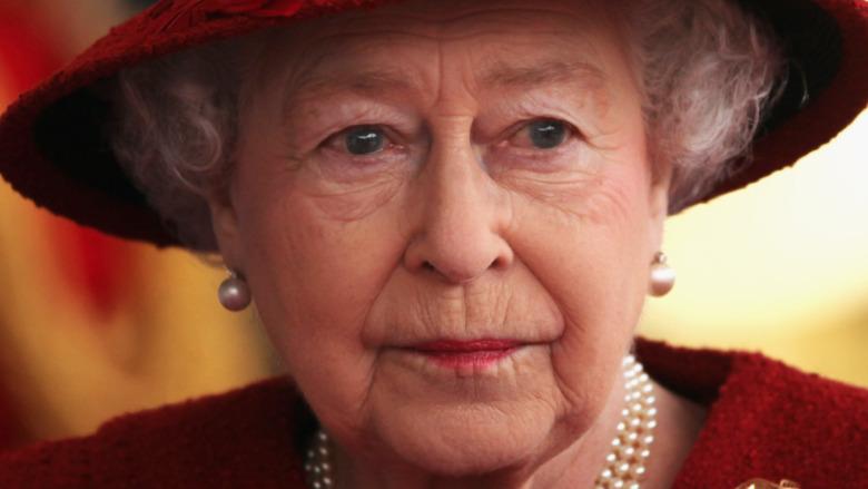 Dronning Elizabeth stirrer