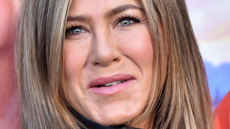 Jennifer Aniston poserer
