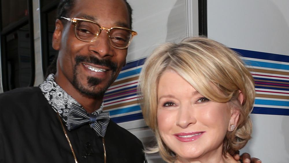 Snoop Dogg og Martha Stewart smiler