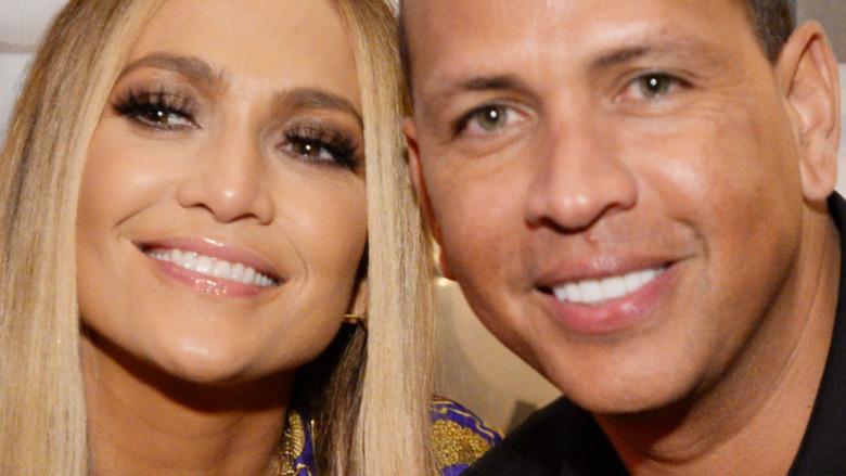 Jennifer Lopez og Alex Rodriguez smiler