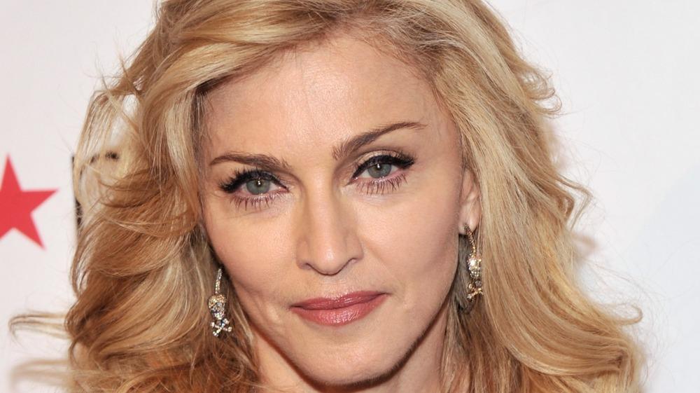 "Sangerinnen Madonna lanserer sin signaturduft ""Truth Or Dare"" i 2012"