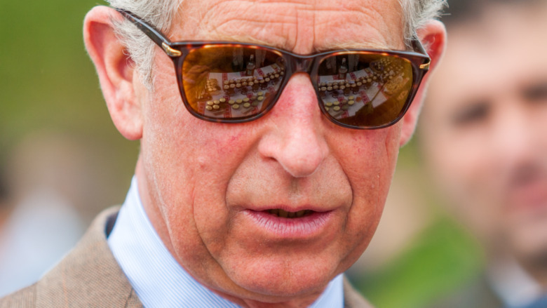 Prins Charles iført solbriller