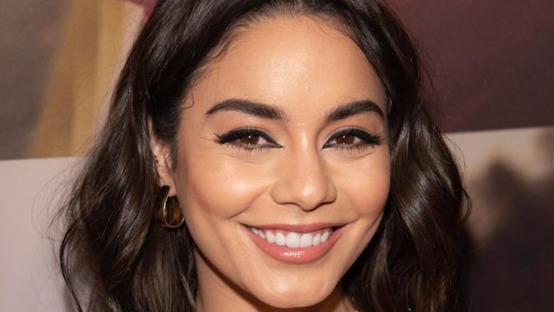 Vanessa Hudgens smiler