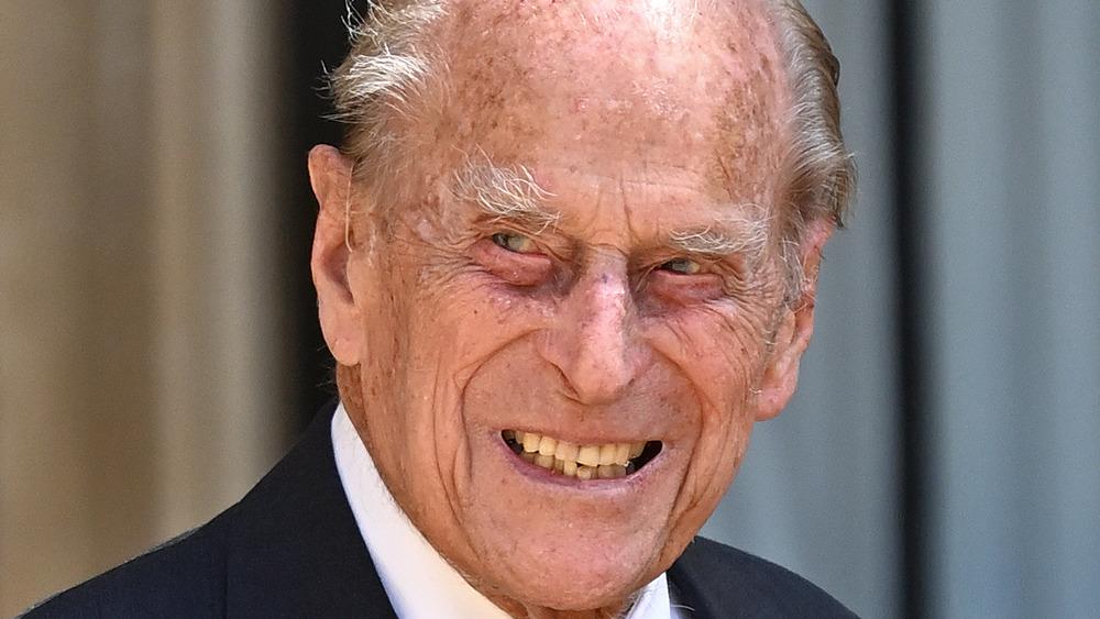 Prins Philip smiler under en offentlig begivenhet