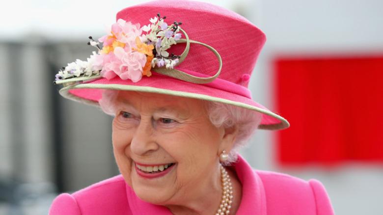 Dronning Elizabeth II i rosa