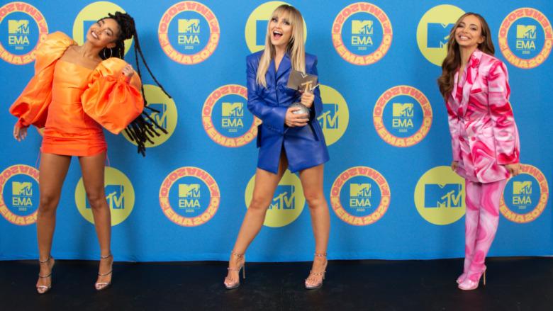 Little Mix poserer på den røde løperen til MTV EMA