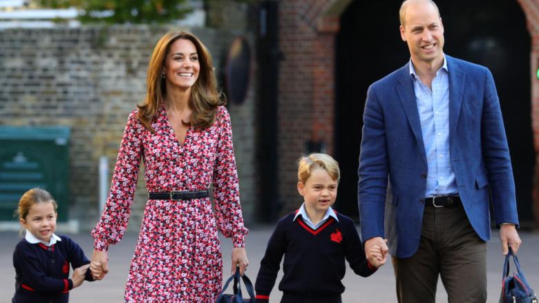 Prinsesse Charlotte, prins George, Kate Middleton og prins William går