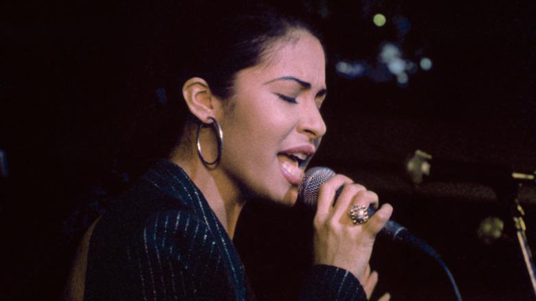 Selena Quintanilla opptrer