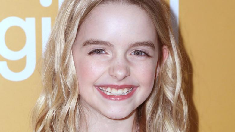 Mckenna Grace smil