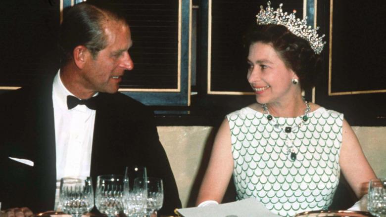 Prins Philip og dronning Elizabeth spiser sammen