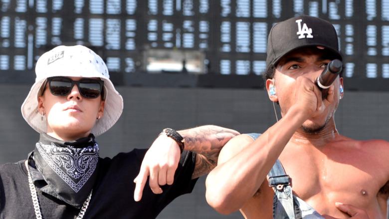 Justin Bieber og Chance the Rapper opptrer på scenen
