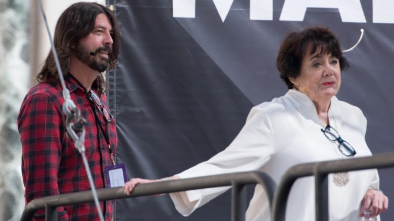 Dave og Virginia Grohl på scenen