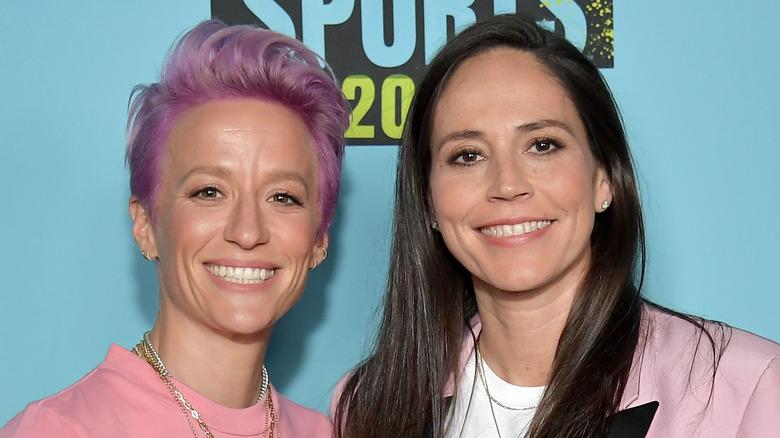 Megan Rapinoe og Sue Bird smiler