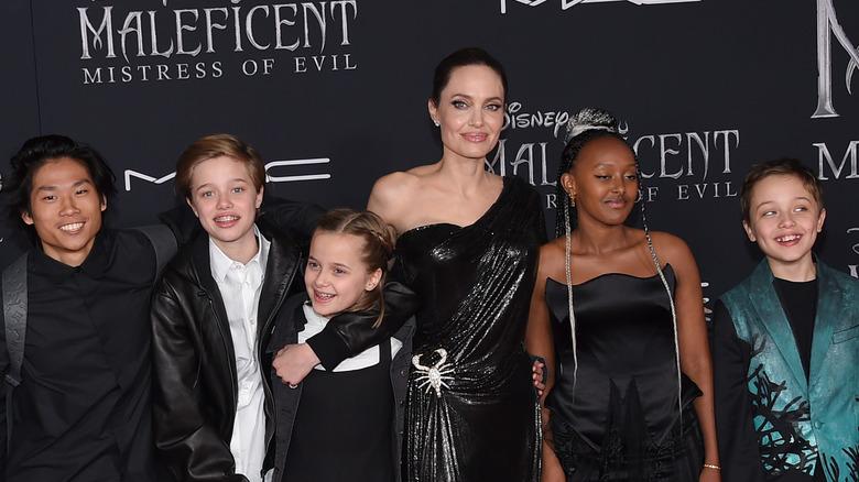 Angelina Jolie med barna sine