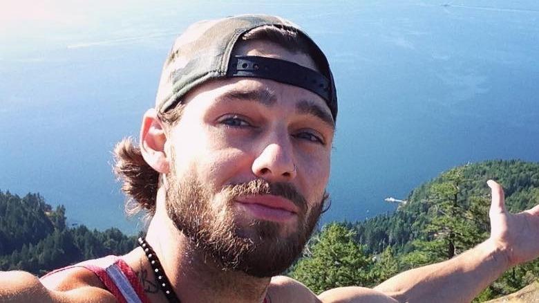 Holden Nowell tar en selfie
