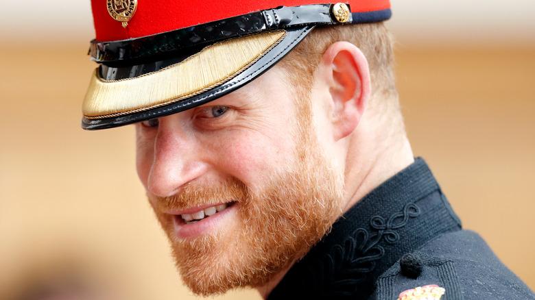 Prins Harry iført kongelig antrekk