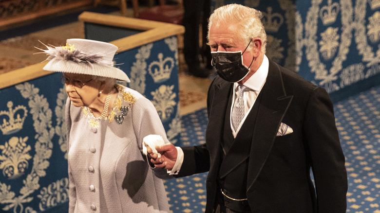 Prins Charles følger dronning Elizabeths statsåpning