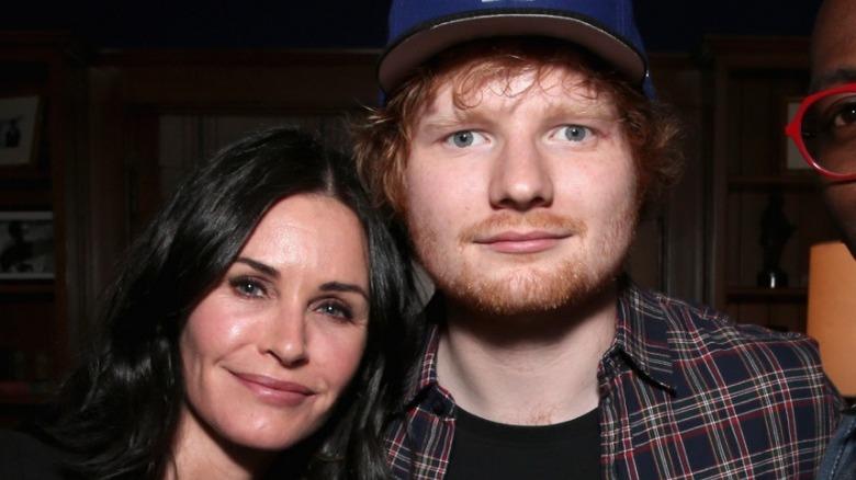 Courteney Cox poserer med Ed Sheeran