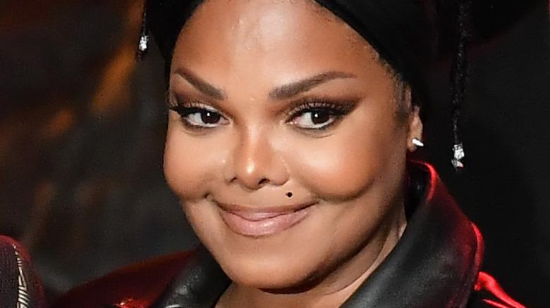 Janet Jackson smiler