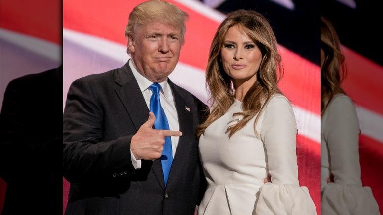 Donald og Melania Trump smiler i 2016