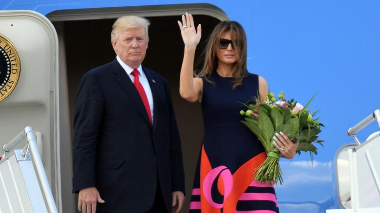 Donald og Melania Trump ombord på et fly
