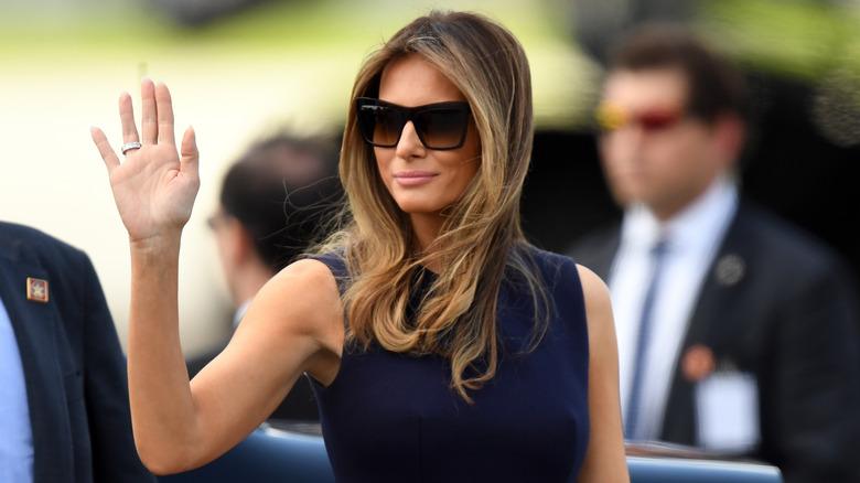 Melania Trump vinker