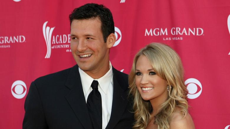Carrie Underwood og Tony Romo på den røde løperen