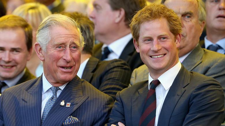 Prins Charles og prins Harry i 2014