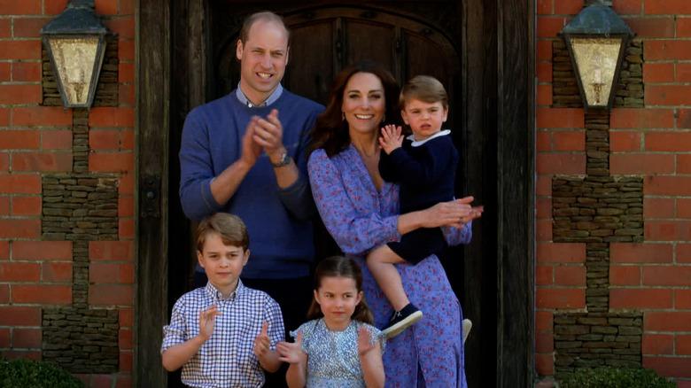 Prins Willian, Kate Middleton, George, Charlotte og Louis klappet