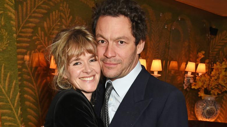 Catherine FitzGerald og Dominic West smiler