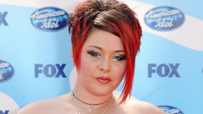 Nikki McKibbin med rødt hår