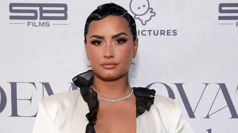 Demi Lovato med kort hår