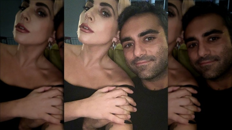 Lady Gaga og Michael Polansky poserer for selfie