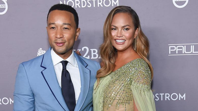 John Legend og Chrissy Teigen deltar på Baby2Baby Gala i 2019