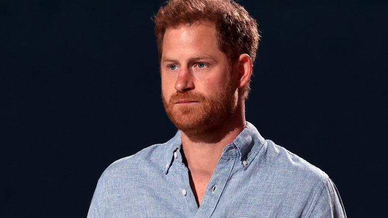 Prins Harry blå skjorte
