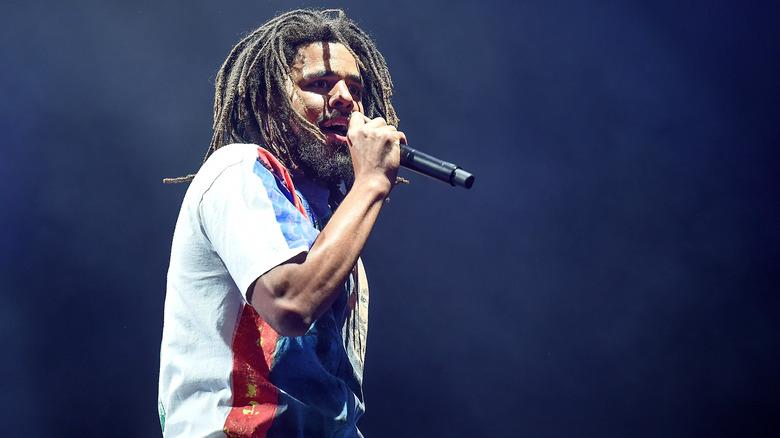 J. Cole opptrer live
