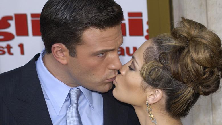 Ben Affleck kysser Jennifer Lopez