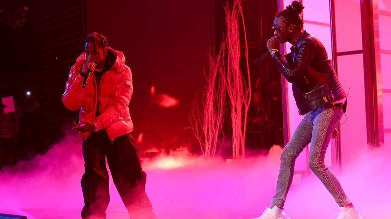 Young Thug og Travis Scott opptrer