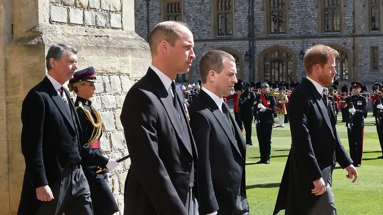 Prins William og prins Harry står
