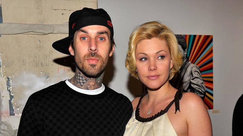 Travis Barker og Shanna Moakler poserer på arrangementet