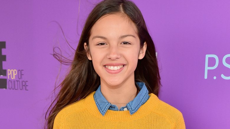 Olivia Rodrigo smilte i 2015