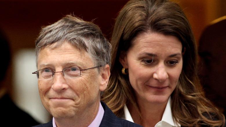 Bill Gates foran Melinda Gates
