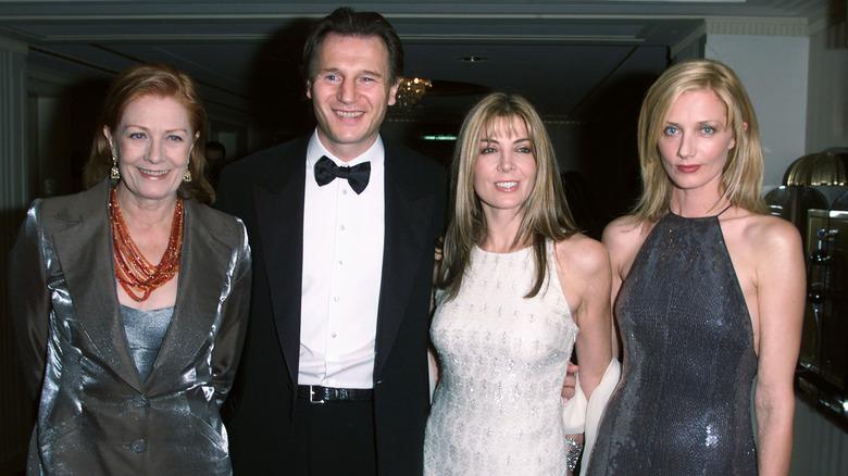 Vanessa Redgrave, Liam Neeson, Natasha Richardson og Joely Richardson poserte sammen i 2000