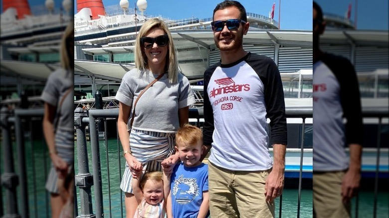 Katelyn Larson og Kyle Larson med barna sine