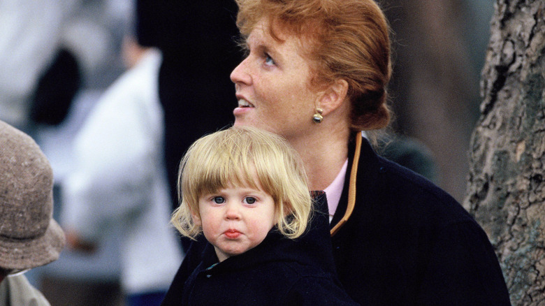 Prinsesse Beatrice, 2 år, på Royal Horse Show med moren