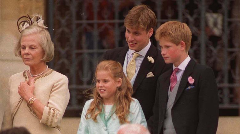 Prinsesse Beatrice, prins William og prins Harry i bryllupet til prins Edward og grevinne Sophie