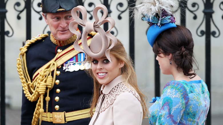 Prinsesse Beatrice ankommer bryllupet til prins William og Kate Middleton
